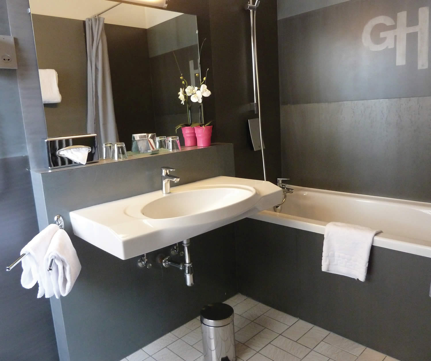Grand hotel in strasbourg book a hotel in the center of for Salle de bain de luxe moderne